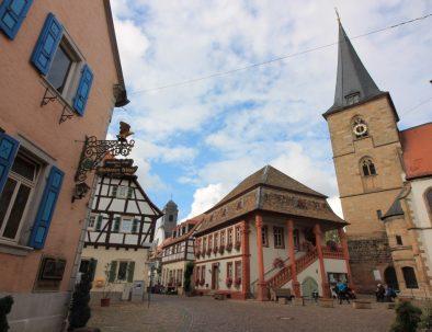 3_Rathaus und ev. Kirche